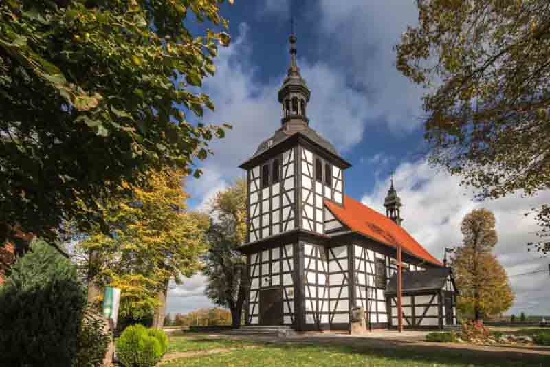 Old-wooden-church-in-Jedlec-Pleszew-County