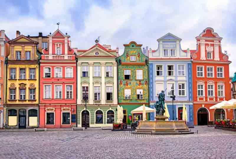 central-market-square-in-Poznan